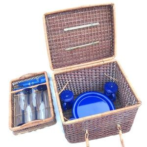 VINTAGE wicker rattan cottage picnic wine basket